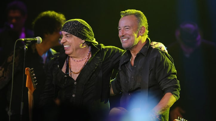 See Bruce Springsteen Surprise Crowd at Steven Van Zandt's Jersey Show