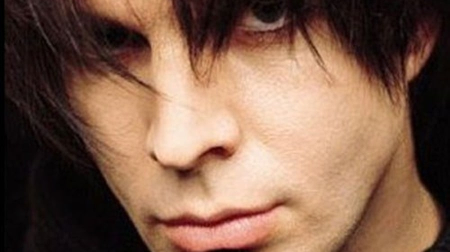 Garth Brooks Transforms Into Chris Gaines