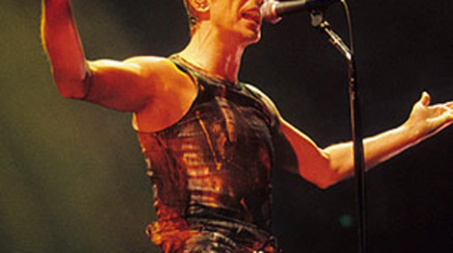 David Bowie Performs After Nine Inch Nails, Playing No Hits