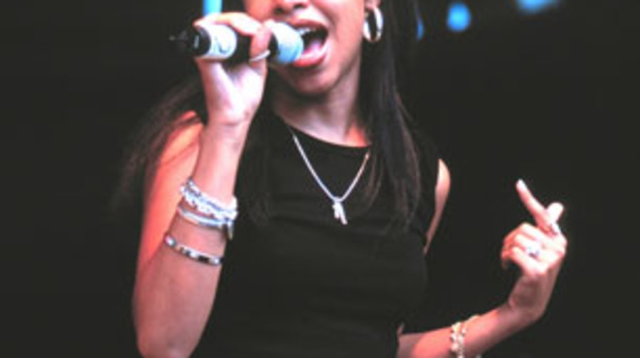 1998 Aaliyah trips out with