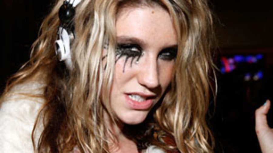 2009 Ke$ha brushes her teeth with Jack Daniels
