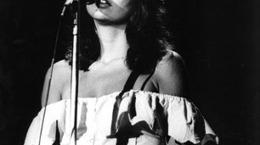 1974 Linda Ronstadt takes off with 'Heart Like a Wheel'