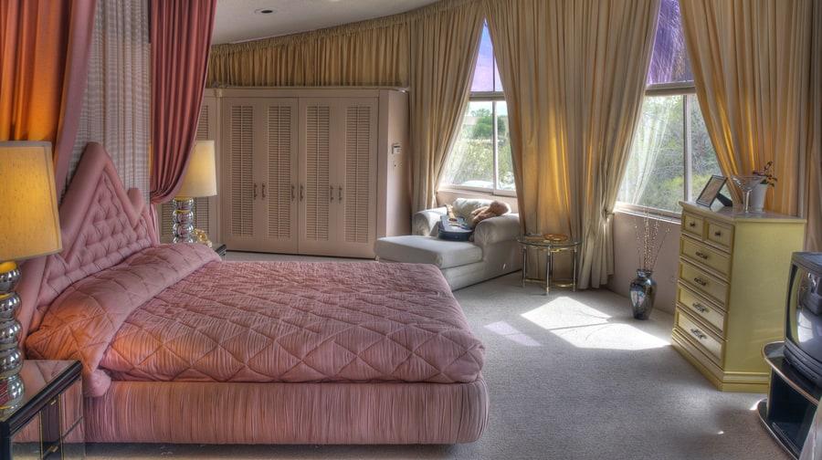 the master bedroom of elvis and priscilla presley 39 s honeymoon home
