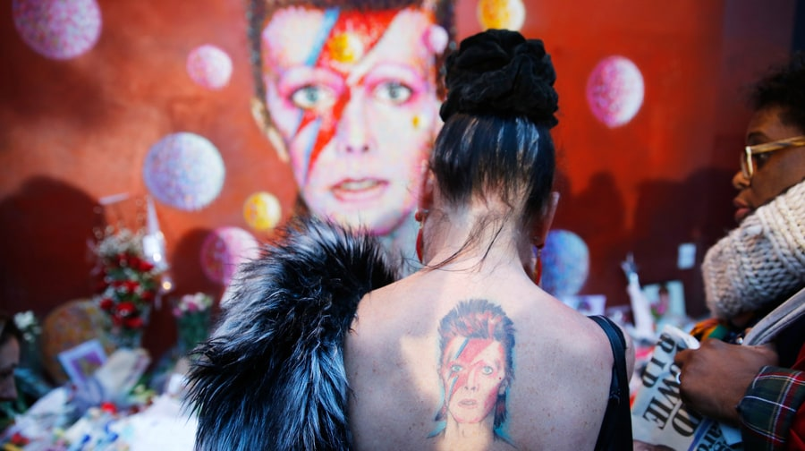 See Fans' David Bowie Tributes Around the World