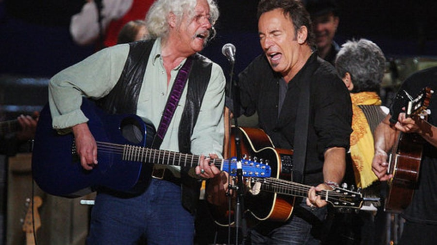 Celebrating Seeger: Springsteen, Matthews, Mellencamp and More Sing Along to Pete's Songs in NYC
