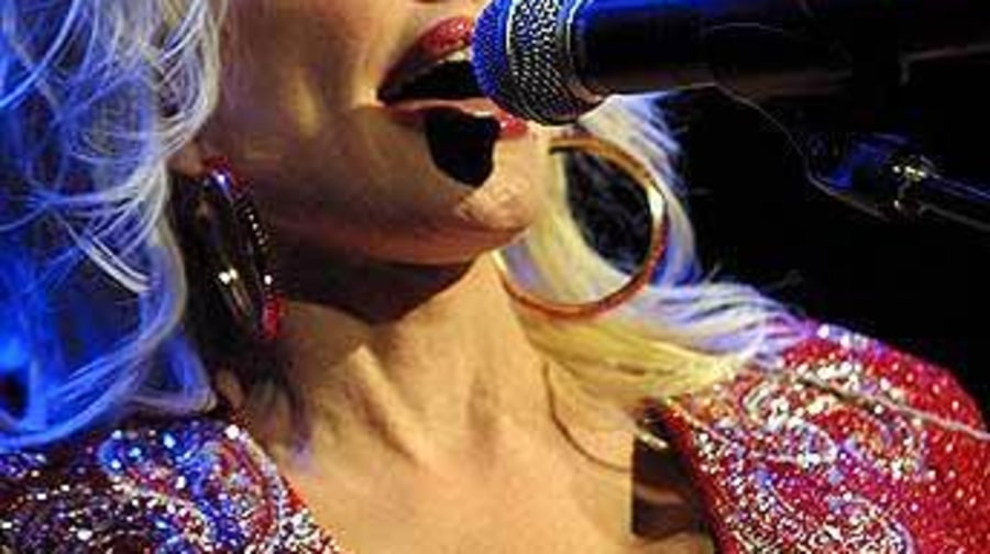 Dolly5_HouseOfBlues_ChicagoIL_082402