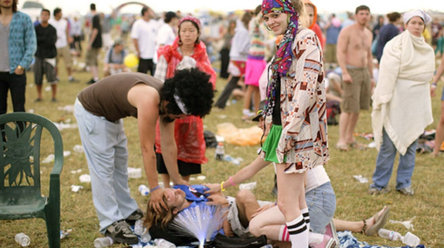 Bonnaroo Atmosphere: hippie chick