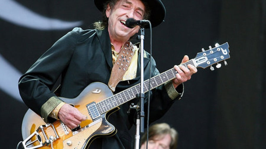 Rothbury 2009: Bob Dylan with guitar
