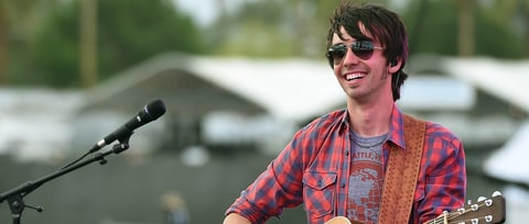 Mo Pitney Details Debut Album 'Behind This Guitar'