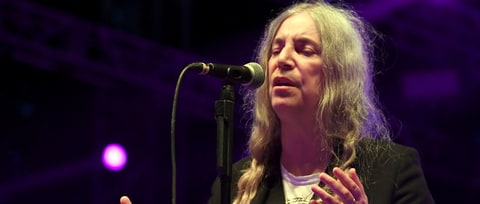 Watch Patti Smith Honor Oakland Fire Victims With 'Peaceable Kingdom'