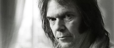 Flashback: Neil Young Defiantly Declares 'This Note's for You'