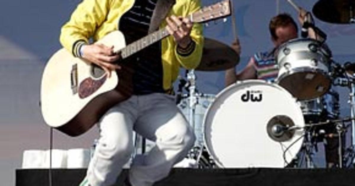 Review | Weezer, Hurley - Us Weekly