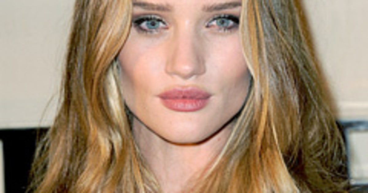 How Rosie Huntington-Whiteley Keeps Her Lips Soft and Sexy ... Rosie Huntington Whiteley Lips