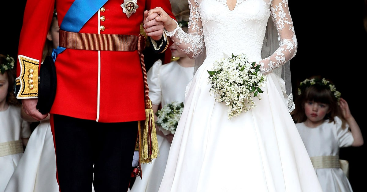 Get kate middleton 39 s wedding dress replica for 2 500 us for Kate middleton wedding dress where to buy