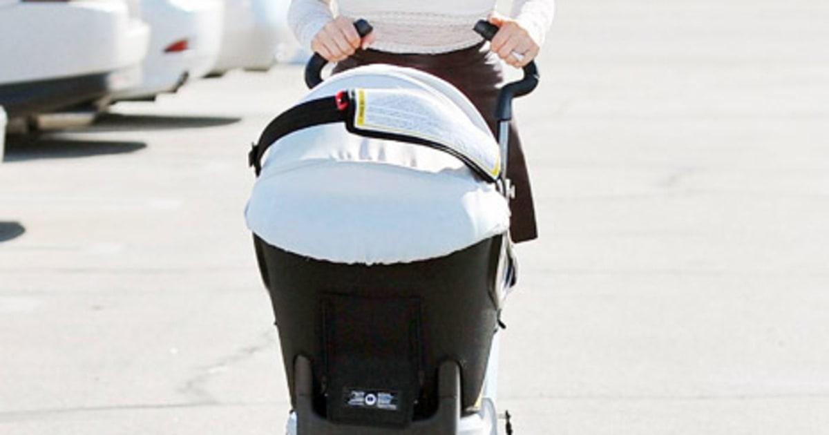 Hollywood celebrity breastfeeding moms
