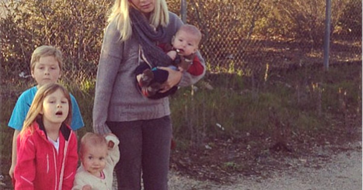 Tori Spelling Four Kids Left Stranded After Car Breaks
