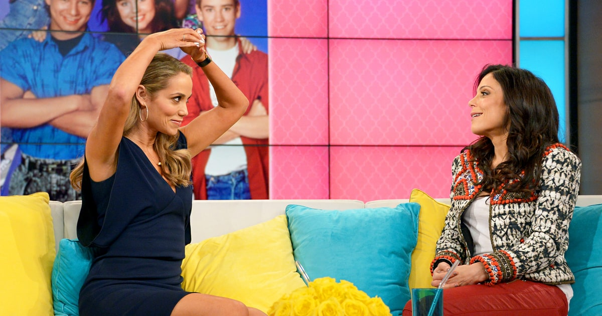 Elizabeth Berkley Hated One Piece Swimsuit On Saved By The