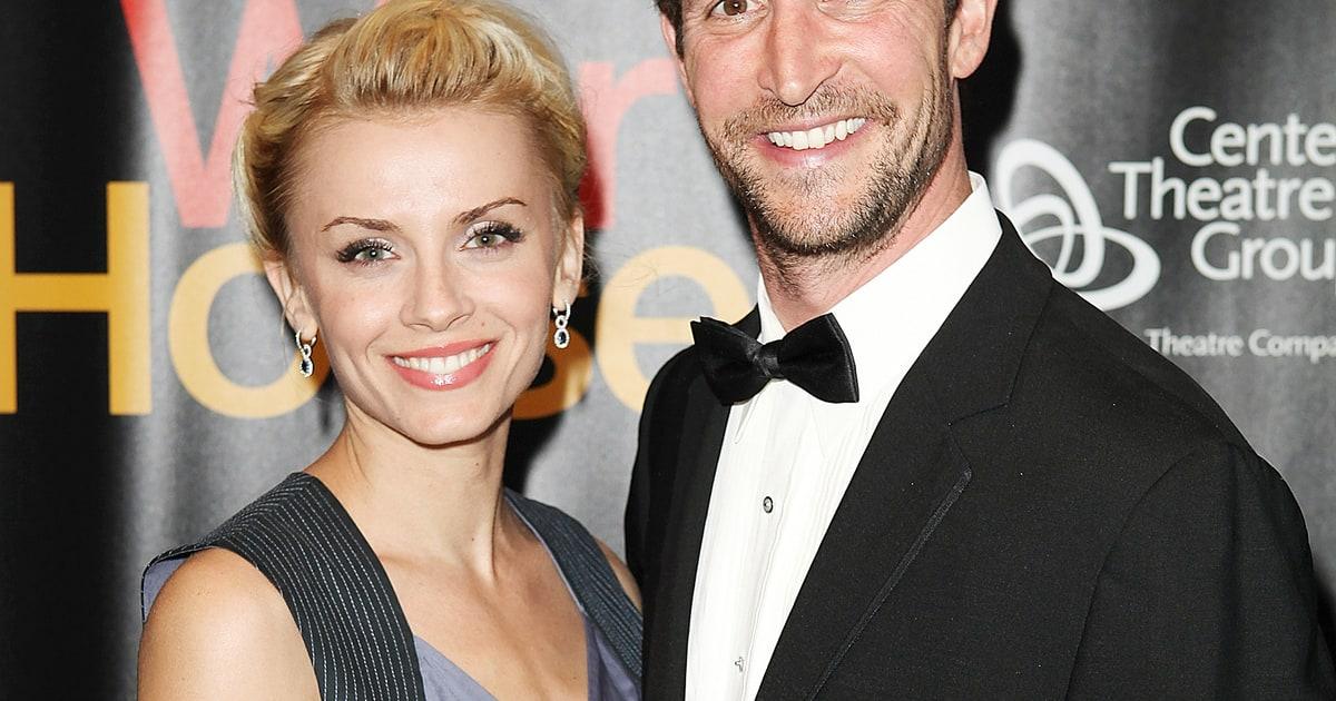 Noah Wyle Secretly Marries Sara Wells Details Us Weekly