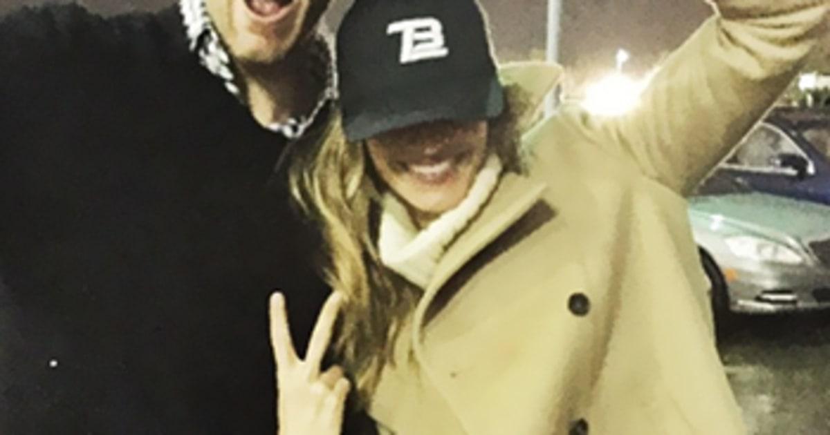 Gisele Bundchen Live Tweets Patriots Game Cheers On Tom