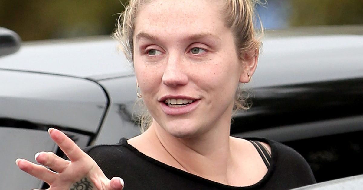 Kesha Goes Without Makeup Dons Sweats While Smiling