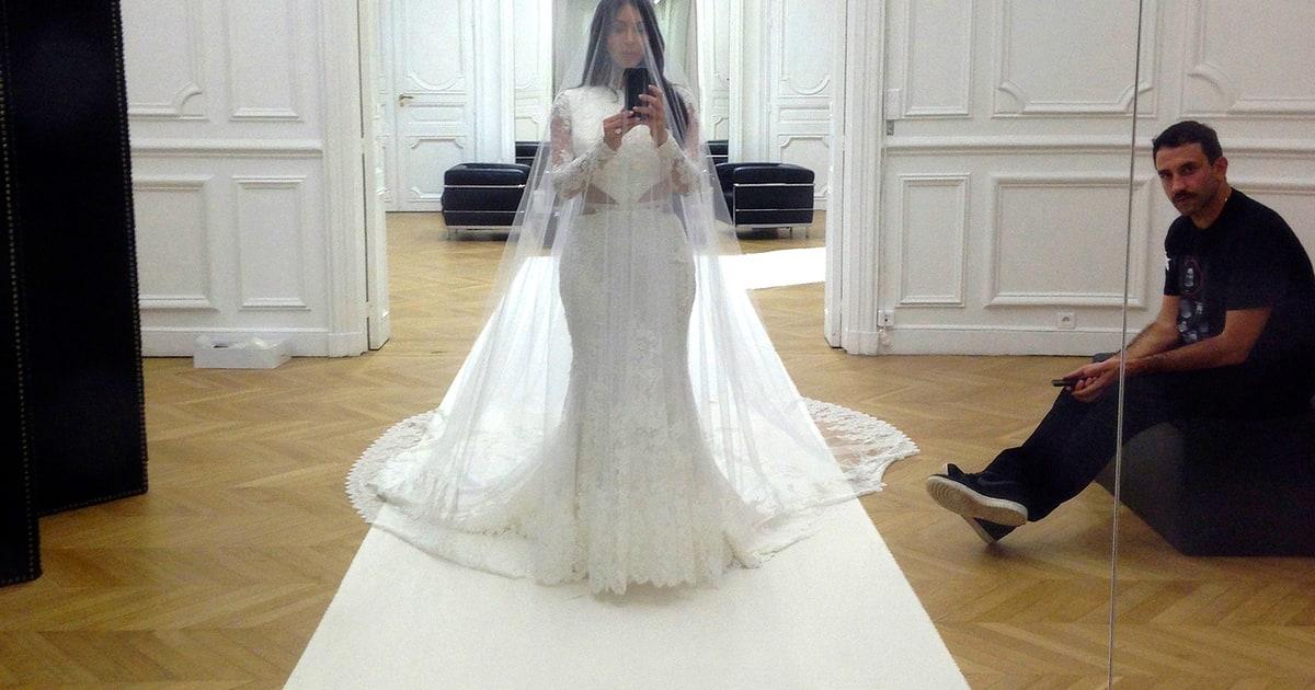 Kim Kardashian's Wedding Dress-Fitting Selfie, More Pics ...
