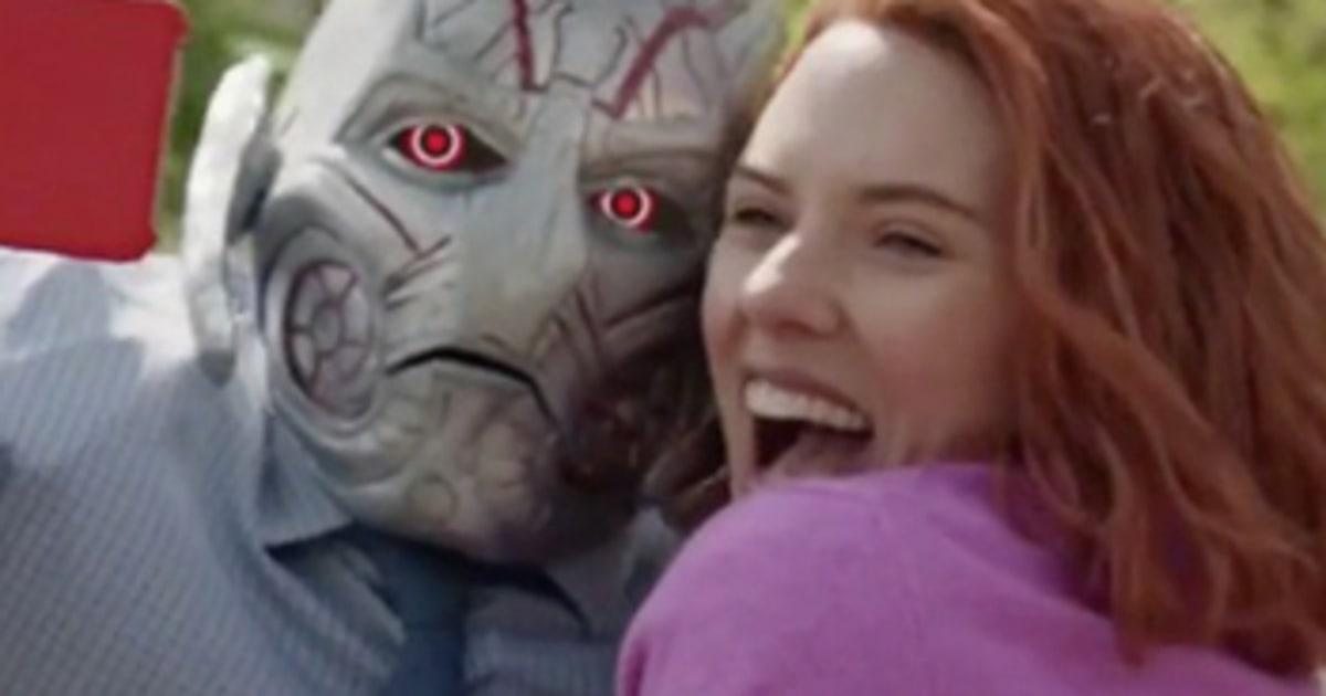Scarlett johansson s black widow falls in love in snl rom com watch