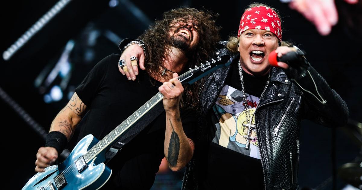 See Foo Fighters, Guns N' Roses Play Scorching 'It's So Easy'