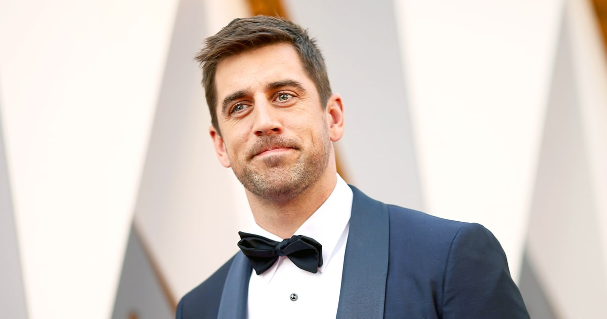 Aaron Rodgers Shuts Down Chicago Bears After Oscars 2016 Outfit Joke ...