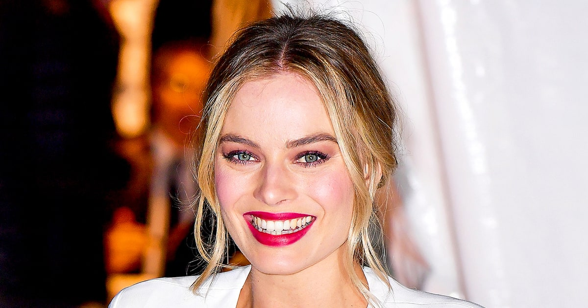 Margot Robbie Is Unrecognizable As Tonya Harding In New Pics Us Weekly