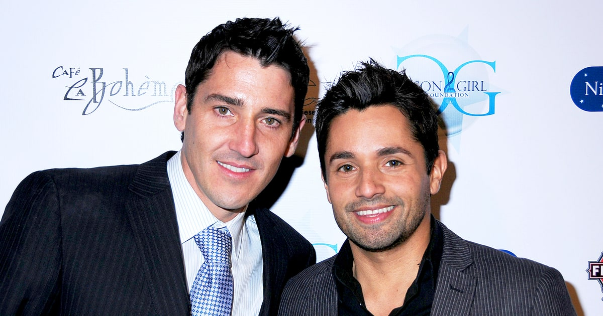 Jonathan Knight And Harley Rodriguez Are Engaged Us Weekly