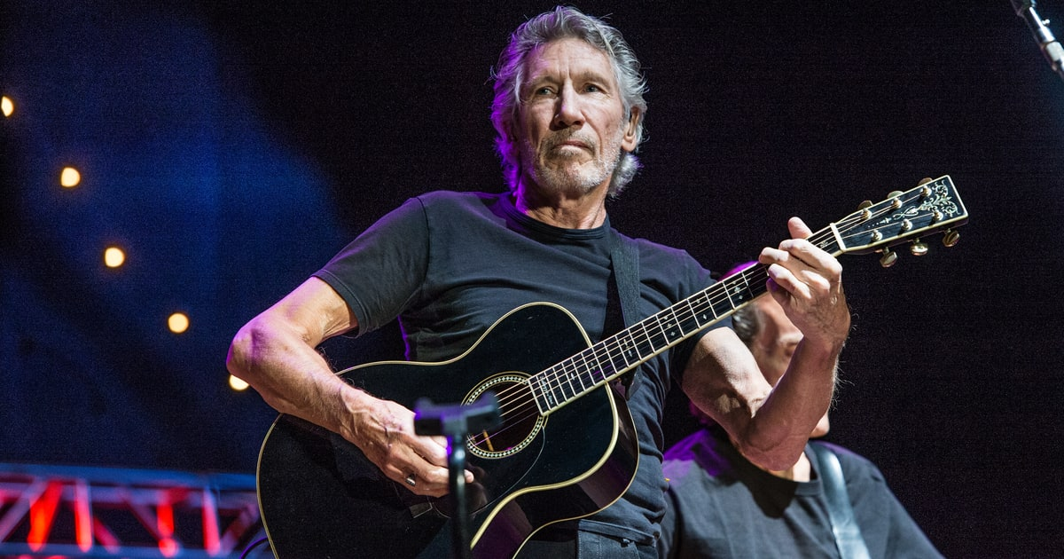 see roger waters 39 moving new 39 last refugee 39 video rolling stone. Black Bedroom Furniture Sets. Home Design Ideas