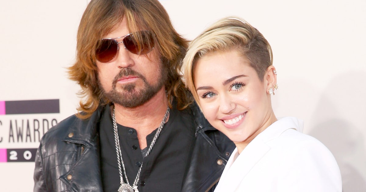 Miley Cyrusun babası Billy Ray Cyrus. Miley Cyrus 18