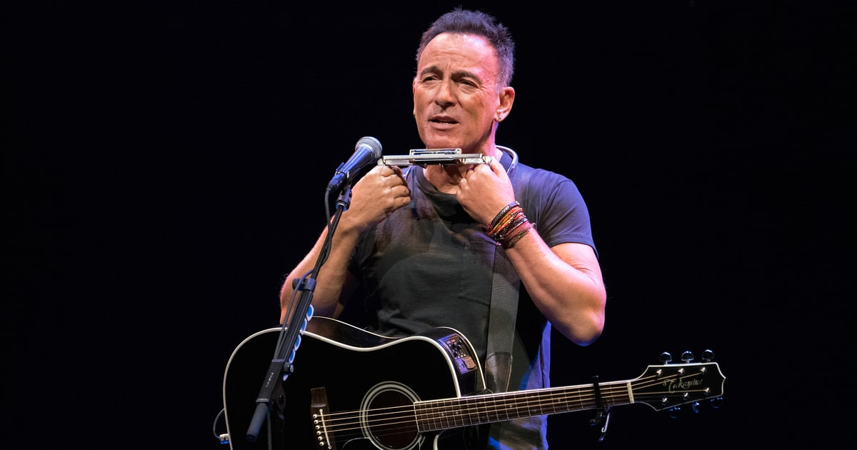 Bruce Springsteen Offers Tickets to Broadway Show in ... Bruce Springsteen