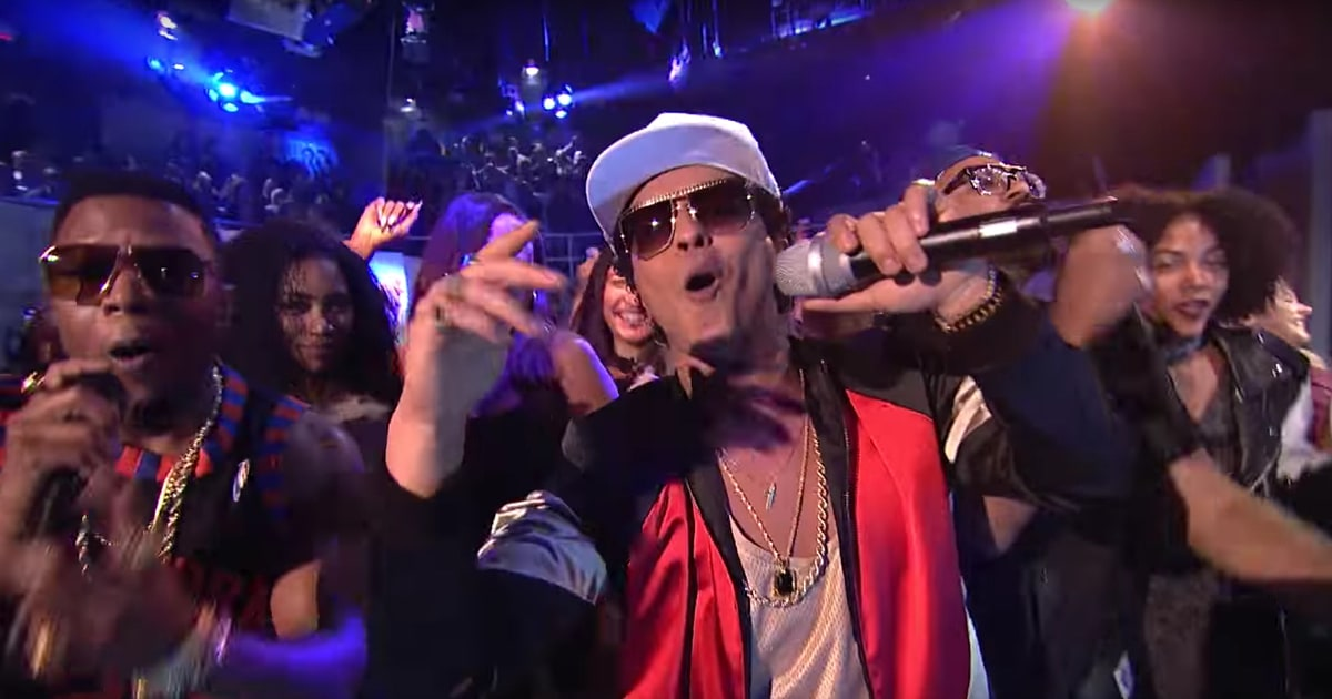 "Bruno Mars Debuts His New Song ""Chunky"" on 'SNL' news"
