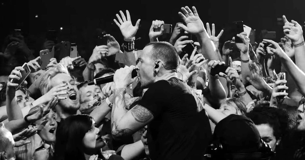 See linkin parks poignant crawling from live lp rolling stone stopboris Images