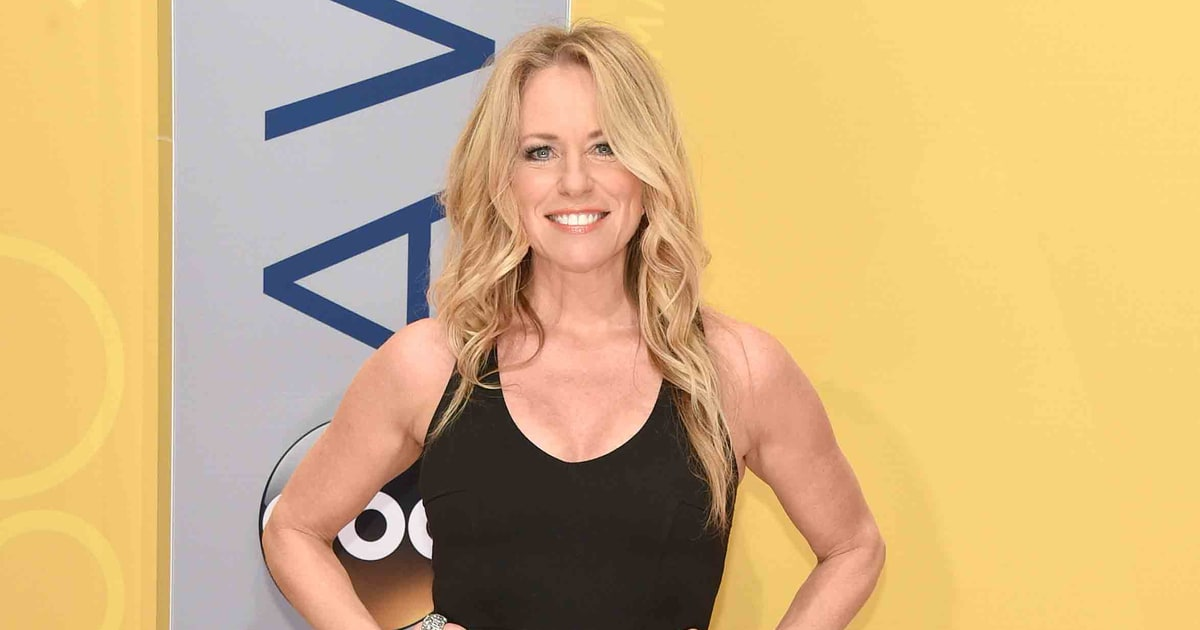 Deana Carter   CMA Awards 2016 Red Carpet Fashion: What the Stars Wore ...