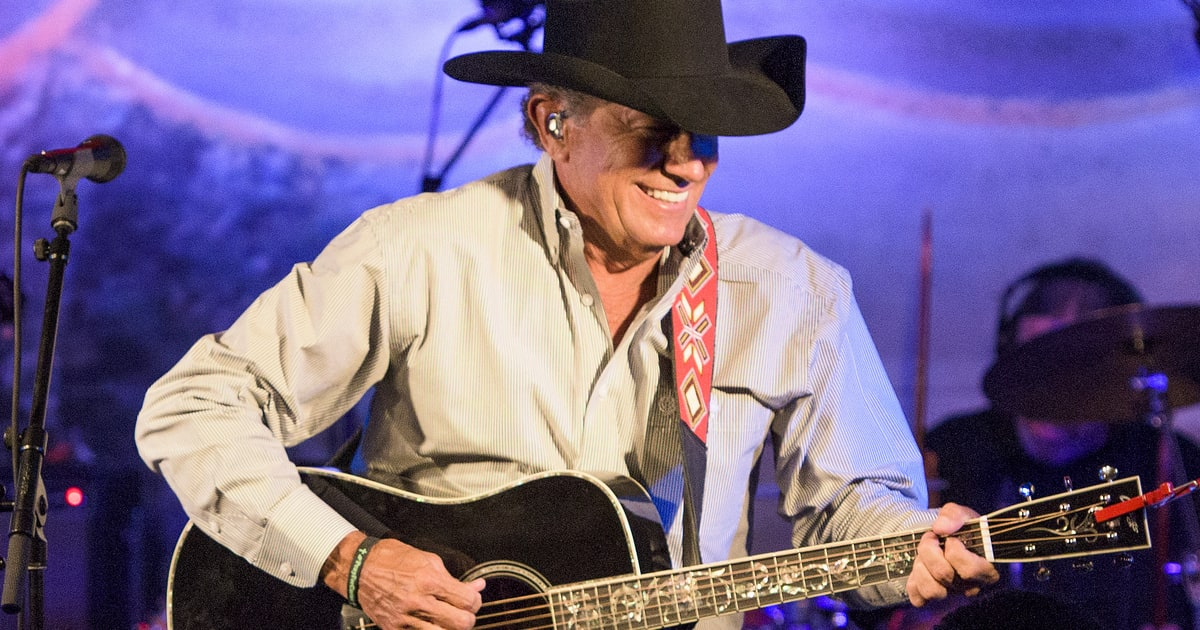 George Strait Brings New Songs Classics To Intimate Gig