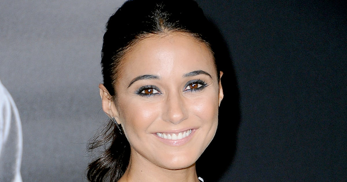 Best modern dress - Emanuelle Chriqui S Holiday Random Act Of Kindness Us Weekly