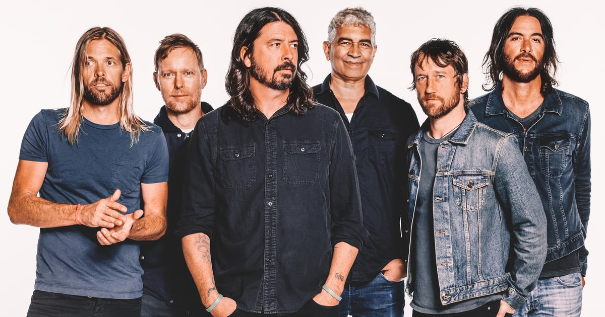 hear foo fighters 39 urgent new song 39 the line 39 rolling stone. Black Bedroom Furniture Sets. Home Design Ideas