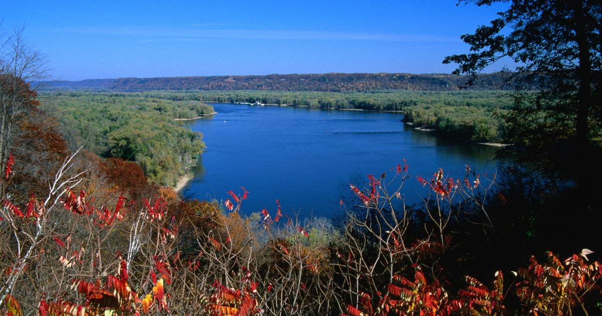 Take a trip down iowa s great river road the 7 best for Best places to take a vacation