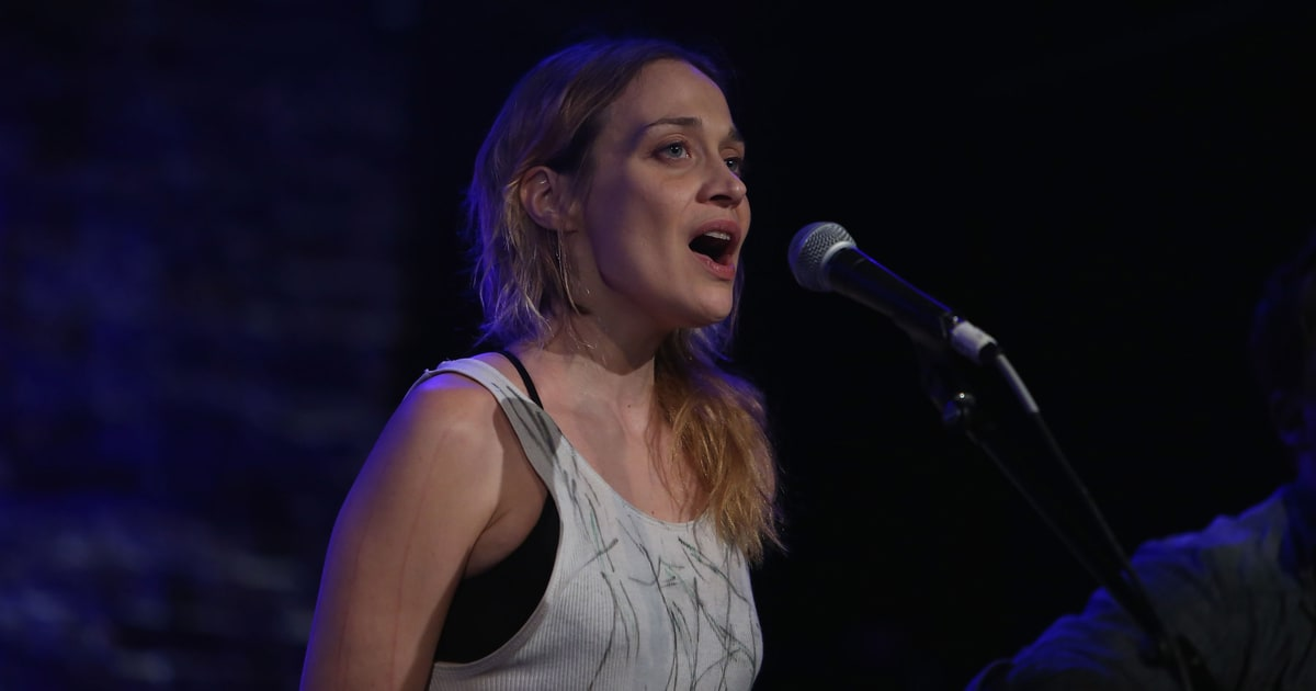 Watch Fiona Apple Cover Frankie Valli For Valentineu0027s Day   Rolling Stone