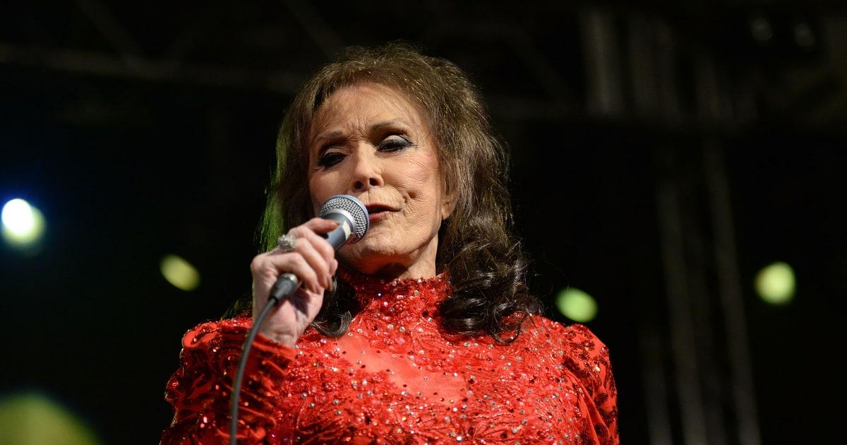Loretta Lynn Suffers Stroke Postpones Tour Rolling Stone