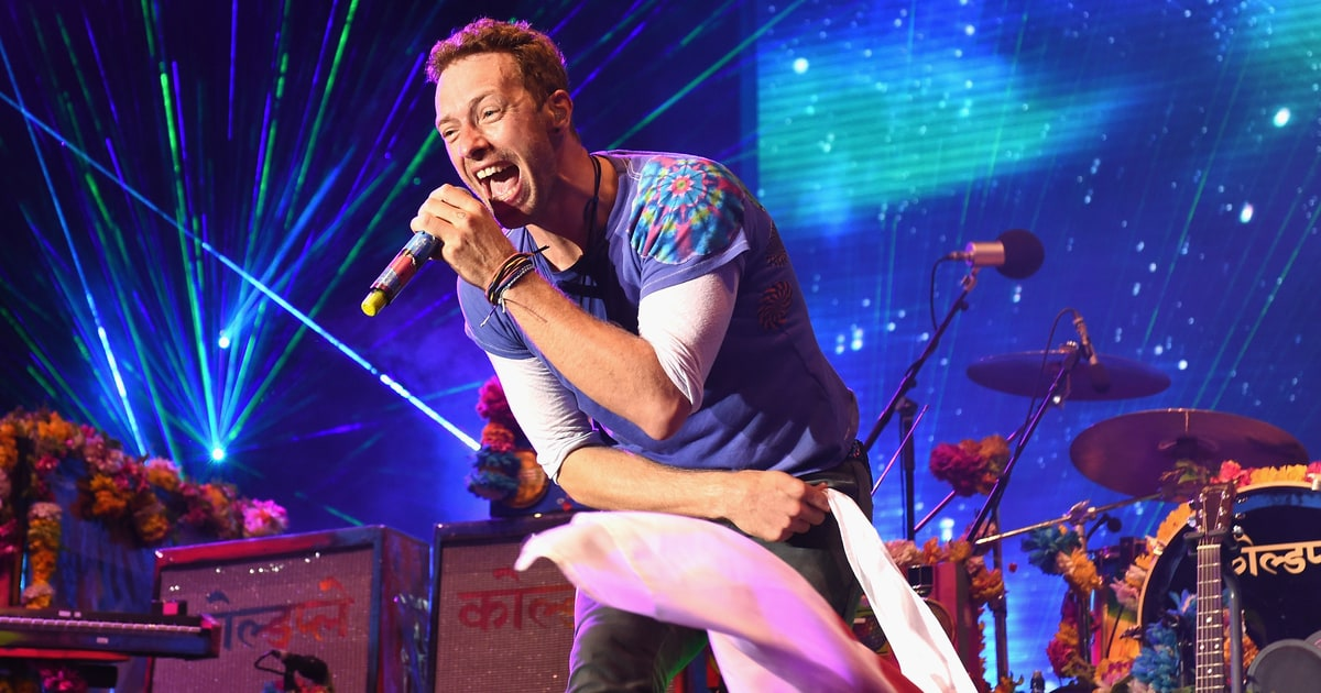 "Coldplay's Chris Martin Calls Rihanna the ""Frank Sinatra of Our Generation,"" Compares Her Voice to Toothpaste news"