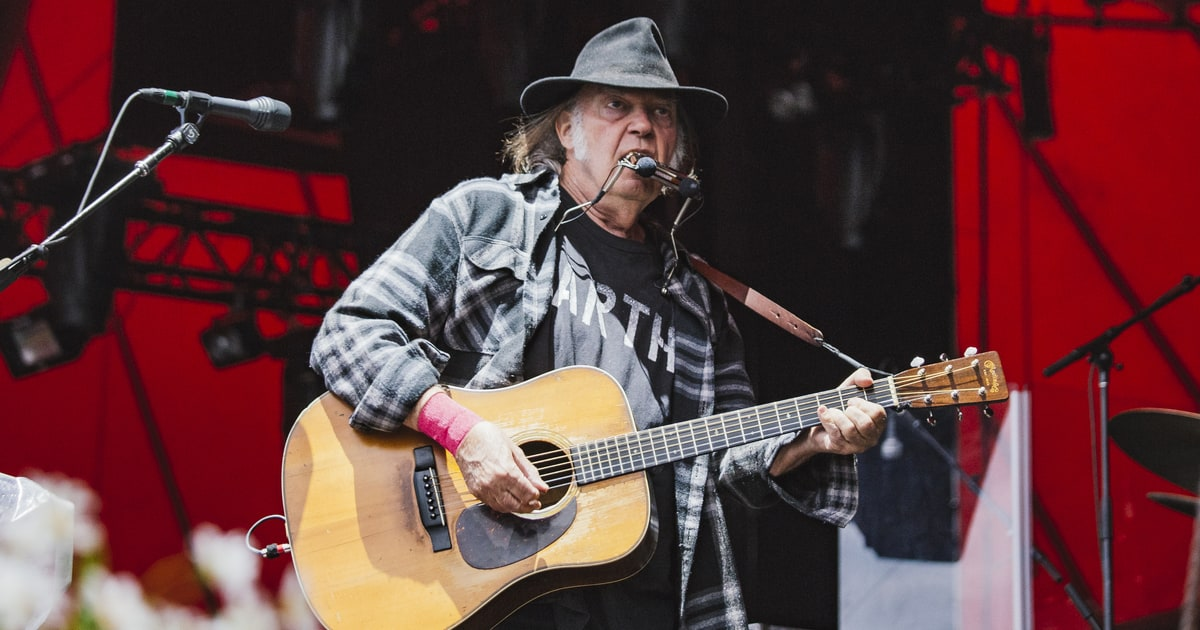 Neil Young Preps New High Quality Streaming Service