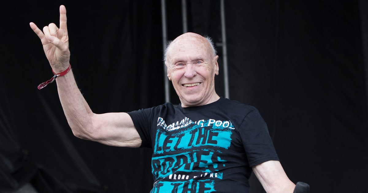 Watch 82 Year Old Man Sing Bodies With Drowning Pool