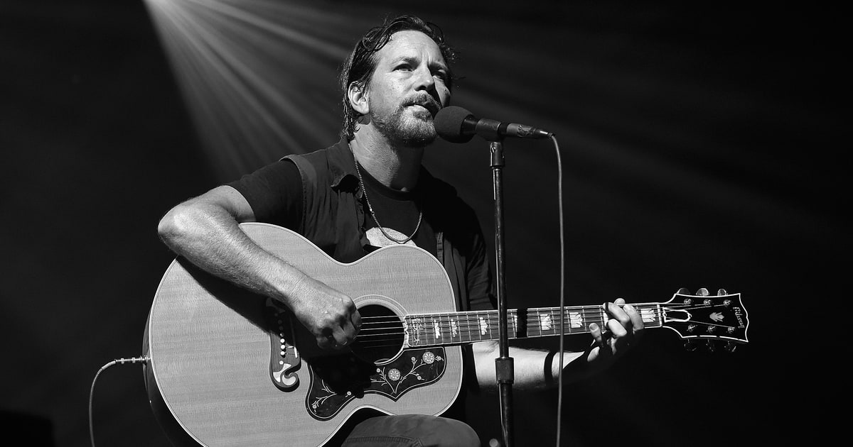 Watch Eddie Vedder Perform at All Star Chicago Cubs Benefit Concert news