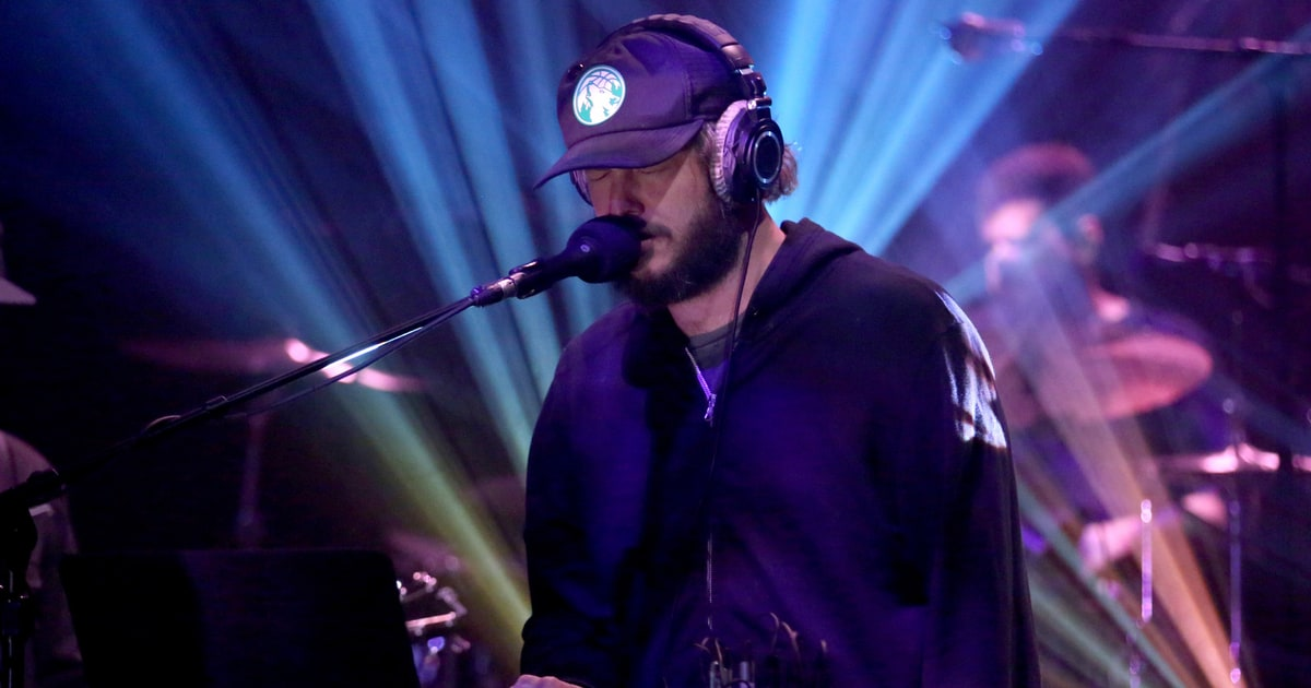 Check Out Clips of Bon Iver's Justin Vernon Performing a Techno DJ Set in Berlin news