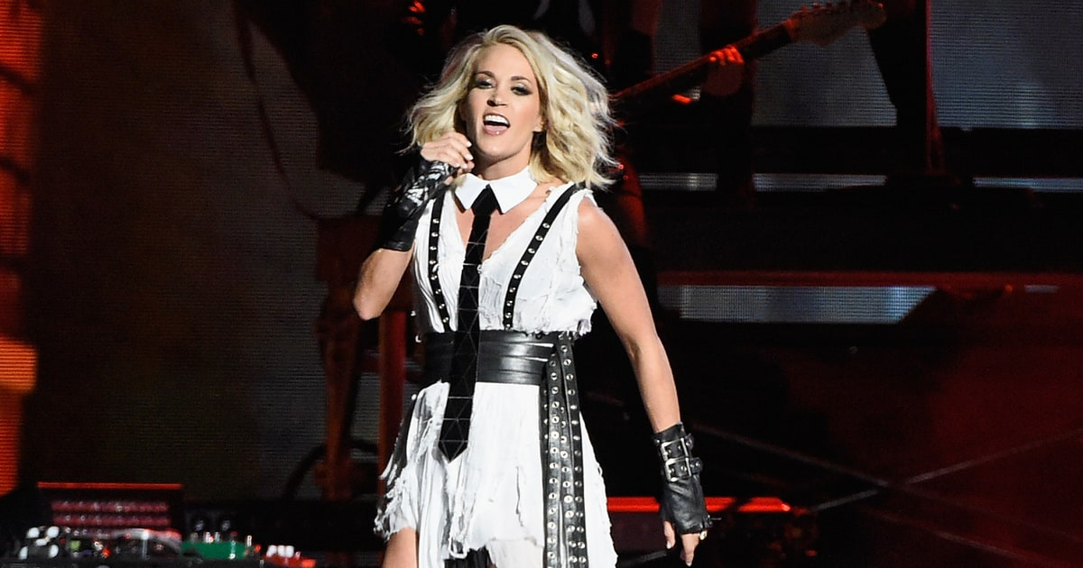 See Carrie Underwood S Dirty Laundry At The Cma Awards