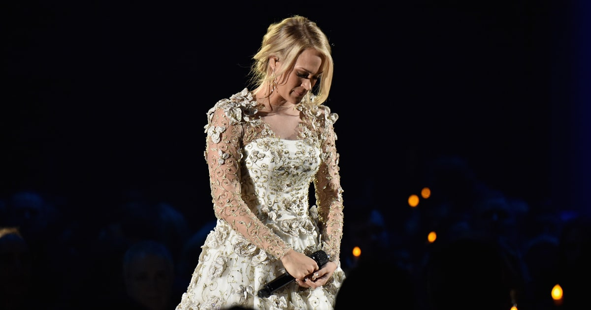 See carrie underwood 39 s tribute to las vegas at cma awards Carrie underwood softly and tenderly