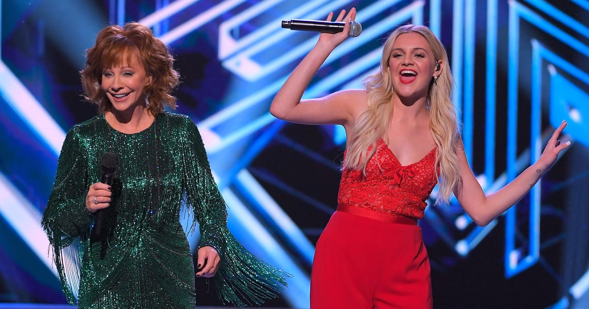Cma Country Christmas.Cma Country Christmas 2017 Hosted By Reba Mcentire 95 5 Wtvy